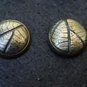 Leveles pontfüli, Ékszer, Fülbevaló, Fémes árnyalatúra színezett ékszergyurmából készült fülbevaló. Átmérője kb. 1 cm. , Meska