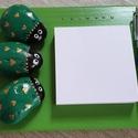 Bogárfigyelem jegyzetelő, Dekoráció, Otthon, lakberendezés, Kép, Asztaldísz, Családotokba, vagy ajándékba készülnek ezek a jegyzetelő fatáblácskák. A Bogárfigyelem zöld akrilkal..., Meska