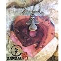 Fa gyémánt medál, angyalkával, Ékszer, Nyaklánc, Ékszerkészítés, Famegmunkálás, Egyedi tervezésű és készítésű, gyémánt alakú medál, angyalkával és aranyozott díszítéssel. Kizáróla..., Meska