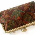 Fémcsatos pénztárca I., Régi korokat idéző fémcsatos pénztárca, mely...