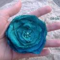 Smaragd virág-bross, Gyűrt taft, színátmenetes szépséges anyagból...