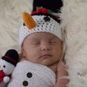 Horgolt hóember sapi + hóember figura szett, Baba-mama-gyerek, Játék, Ruha, divat, cipő, Baba-mama kellék, Horgolt hóember babasapka és hóember figura szettben.  Ideális karácsonyi újszülött fotózá..., Meska