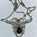 Alkalmi lánc, Ékszer, Nikkelmentes, ezüstözött drótból, fekete swarovski kristály gyöngyből készült a medál. A ..., Meska