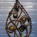 A zöld árnyalatai, Ékszer, Medál, Antikolt vörödösréz drótból , különböző árnyalatú zöld gyöngyökből készítettem. Ap..., Meska