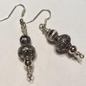 Ezüst színű fülbevaló, Ékszer, Fülbevaló, Tibeti ezüstből és ezüst színű golyócskából készítettem. A füli hossza akasztóval együ..., Meska