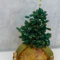 Karácsonyfa gyöngyből, Dekoráció, Dísz, Ünnepi dekoráció, Karácsonyi, adventi apróságok, Gyöngyfűzés, Gyöngyből készítettem ezt a karácsonyi hangulatot idéző karácsonyfát. Kitűnő ajándék, vagy saját ré..., Meska