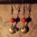 Antik bronz alma fülbevaló szivacskorall gyönggyel, Ékszer, óra, Fülbevaló, Ékszerkészítés, Ez a kis antik bronz színű almás fülbevaló szivacskorall díszítést kapott, mely az alma színét szim..., Meska