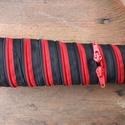 tolltartó  fekete-piros cipzárspirál, Táska, Pénztárca, tok, tárca, Tolltartó (kb. 21x7cm)  Ezek a tolltartók egyediek, praktikusak és szépek. Nincs többé unalom ..., Meska