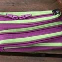 tárca  lila-kiwi cipzárspirálból, Táska, Pénztárca, tok, tárca, ZipTárcák (kb. 15x10cm)  Ezek a tárcák bár csak egyetlen rekeszből állnak, jól használható..., Meska