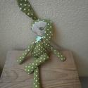 Textil nyuszi - zöld, Játék, Játékfigura, Plüssállat, rongyjáték, Varrás, Baba-és bábkészítés, Textilből készült gépi öltésekkel. Szabásmintája saját tervezésű. Arcocskáját textilfestékkel feste..., Meska