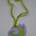 Lila cicás nyaklánc, Ékszer, Nyaklánc, Kedves kis cicás nyaklánc, kicsiknek és nagyoknak :)  A cica süthető gyurmából készült.  , Meska