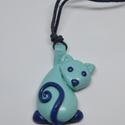 Kék, cicás nyaklánc, Ékszer, Nyaklánc, Kedves kis cicás nyaklánc, kicsiknek és nagyoknak :)  A cica süthető gyurmából készült.  , Meska