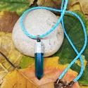 Egyedi kék műgyanta medál, Ékszer, Medál, Nyaklánc, Műgyantából és ékszerbetonból készült egyedi medál. A műgyanta kék festékkel van színezve. Világoské..., Meska