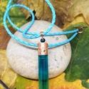 Egyedi kék műgyanta medál, Ékszer, Medál, Nyaklánc, Műgyantából és ékszerbetonból készült egyedi medál. Bronz színű füstfóliával díszítve. A műgyanta ké..., Meska
