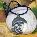 Egyedi delfines medál műgyantából és ékszerbetonból, Ékszer, Medál, Nyaklánc, Műgyantából és ékszerbetonból készült egyedi delfines medál. , Meska