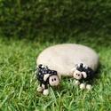 Fehér, báránykás  fülbevaló, Ékszer, Fülbevaló, Nagyon cuki, fekete, báránykás fülbevaló gyöngyökkel díszítve.  A bárányok süthető gyurmából készült..., Meska