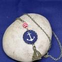 Vasmacska medál + kis hajó charm nyaklánc, Ékszer, Medál, Nyaklánc, Vasmacska mintával díszített textilgomb, kis vitorláshajó charm-al hozzáillő gyönggyel kiegészítve. ..., Meska