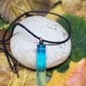 Egyedi kék műgyanta medál, Ékszer, Medál, Nyaklánc, Műgyantából készült egyedi medál. A műgyanta kék festékkel van színezve. Fekete nyakláncon...., Meska