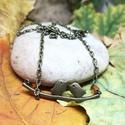 Madárkás nyaklánc, Ékszer, Medál, Nyaklánc, Minimalista, madárkás nyaklánc kis narancssárga gyöngyökkel díszítve.  Nyaklánc hossza: kb. 22 cm, m..., Meska