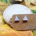 Háromszög alaku minimalista fülbvaló ékszerbetonból, Ékszer, Fülbevaló, Ékeszerbetonból készült minimalista stílusú fülbevaló.  Fülbevaló mérete : kb. 8mm. , Meska