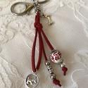 Kutyás kulcstartó,táskadísz, Romantikus hangulatú kulcstartó. Piros és fém ...