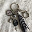 Szürke cicás kulcstartó,táskadísz, Romantikus hangulatú kulcstartó. Szürke és fé...