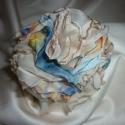 Selyemvirág muszlin kitűző (beige-kék-narancs-sárga), Ékszer, Bross, kitűző, Ezt a kb. 8,5 cm átmérőjű elegáns rózsa kitűzőt 15 rétegű muszlin anyagból készítettem...., Meska