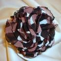 Selyem virág kitűző (fekete-barna-sötét mályva), Ékszer, óra, Bross, kitűző, Gyöngyfűzés, Varrás, Ezt a kb. 8,5 cm átmérőjű elegáns rózsa kitűzőt 15 rétegű muszlin anyagból készítettem. Ez a fekete..., Meska