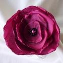 Tüll-selyem kitűző (pink-fekete), Ékszer, óra, Bross, kitűző, Vidám tavaszi kitűző akár alkalmi ruhára is:  kb.9 cm átmérőjű pink színű szaténból és..., Meska