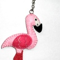 Rózsaszín flamingó kulcstartó vagy táskadísz - filcből, Dekoráció, Mindenmás, Dísz, Kulcstartó, Varrás, Filcből készült rózsaszín flamingó kulcstartóként vagy táskadíszként is használható. Mérete kb. 10 ..., Meska