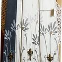Virágmintás fekete-fehér üzenőtábla és kulcstartó, Otthon & Lakás, Kulcstartó szekrény, Bútor, Famegmunkálás, Festett tárgyak, Fenyődeszkából vintage stílusban készült, környezetbarát krétafestékkel alapozott, fekete, fehér és..., Meska