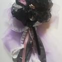 Fekete- fehér rózsa bross, Ékszer, Bross, kitűző,  Fekete-fehér rózsa bross lila tüll ágyon apró gyöngyökkel, finom kis fehér rózsával antik..., Meska