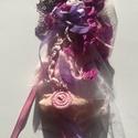Bohém virágok bross, Ékszer, Bross, kitűző, Ékszerkészítés, Varrás,  különböző anyagú textúrájú virágok színesítik ezt a bohém stílusban készült brosst, francia csipké..., Meska