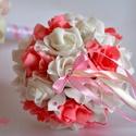 Mini dobó csokor, Esküvő, Esküvői csokor, Meghívó, ültetőkártya, köszönőajándék, Esküvői dekoráció, A mini dobócsokrot  fehér-pink habrózsákból készítettem. Ízléses apró gyöngyfejek  szárát szatén sza..., Meska
