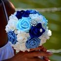 Királykék luxus csokor, Esküvő, Esküvői csokor, Esküvői ékszer, A tengervíz színei ihlették a királykék, világoskék, vízkék,hófehér habrózsákból kész..., Meska