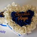 Szülőköszöntő blu virágbox, Esküvő, Esküvői csokor, Esküvői dekoráció, Meghívó, ültetőkártya, köszönőajándék, Egyedi szívhez szóló üzenetet kérhetsz a stílusos szív boxra. Gyönyörű örök habrózsa ki..., Meska