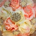 Luxus ékszercsokor, Esküvő, Esküvői csokor, Esküvői ékszer, Ekrü-babarózsaszín - színátmenetes habrózsákból készítettem ezt a csodás ékszer gömb cs..., Meska