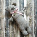 Bájos medveúrfi, Kedves kis mackókat varrtam már az őszt és tel...