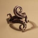 Kovácsolt gyűrű16, Ékszer, Férfiaknak, Gyűrű, Rozsdamentes anyagból készült egyedi tervezésű és mintázatú gyűrű. Végleges formáját melegen történő..., Meska
