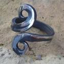 Kovácsolt gyűrű5, Ékszer, Férfiaknak, Ruha, divat, cipő, Gyűrű, Rozsdamentes anyagból készült egyedi tervezésű és mintázatú gyűrű.Mérete kérésre állí..., Meska