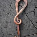 Réz violin, Ékszer, óra, Medál, Fémmegmunkálás, Ötvös, Rézből készült kovácsolt ékszer, melyet 700-800 celsius fokos hőmérsékleten alakítottam erre a form..., Meska
