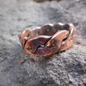 Réz gyűrű1, Ékszer, óra, Férfiaknak, Ruha, divat, cipő, Gyűrű, Fémmegmunkálás, Kovácsoltvas, Rézből készült egyedi tervezésű és mintázatú gyűrű. Mérete kérésre állítható. Mérete: 2 cm széles T..., Meska