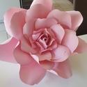 Óriás papírvirág, Esküvő, Esküvői dekoráció, Rózsaszín kartonpapírból keszült, falra akasztható papírvirág., Meska