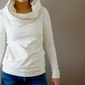 táskapulcsi, törtfehér, Táskává alakítható kámzsanyakú pulcsi.  Pul...