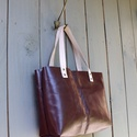 Bőr Bevásárlótáska, csokoládé, Táska, Válltáska, oldaltáska, Szatyor, Tarisznya, Valódi bőr táska, csokoládé színű bőrből. A táska belsejében van egy kis zseb is. Bőr pántokkal. Kéz..., Meska