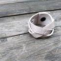 Fonott bőr karkötő, Ékszer, Karkötő, Fonott bőr karkötő. Valódi bőrből, patenttal. Mérete: 17x4cm., Meska
