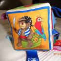 Babakocka szalagokkal fiús változatban, Játék, Készségfejlesztő játék, Plüssállat, rongyjáték, Baba játék, 8x8 cm-es amerikai dizájner anyagból készült kedve macifigurás kocka, belsejében pihe-puha tö..., Meska