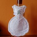 Borospalack ruhája esküvőre, Dekoráció, Esküvő, Ünnepi dekoráció, Esküvői dekoráció, Minden palackra illő, szalaggal rögzíthető egyedi csomagolás.  nehézselyemből  és velúr hat..., Meska