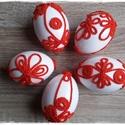 Horgolt motívumokkal díszített húsvéti tojások, Dekoráció, Otthon, lakberendezés, Húsvéti apróságok, Ünnepi dekoráció, Horgolás, Fehér festékkel mázolt, apró, sötét narancssárga horgolt motívumokkal díszített egyedi műanyag tojá..., Meska