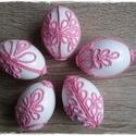 Horgolt motívumokkal díszített húsvéti tojások, Dekoráció, Otthon, lakberendezés, Húsvéti díszek, Ünnepi dekoráció, Fehér festékkel mázolt, apró, rózsaszín, horgolt motívumokkal díszített egyedi műanyag toj..., Meska